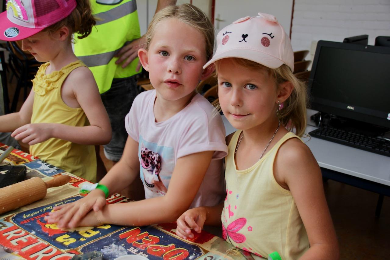 Koekjesbakken Bij Kindcentrum De Regenboog